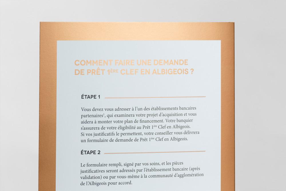 plaquette_pret_taux_zero_agglomeration_grand_A_Albi_detail_pantone_cuivre_detail_typographie